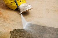 Fußbodenreinigung mit Hochdruck