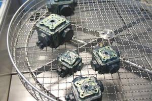 Bauteile in Heißwasserteilewaschmaschine