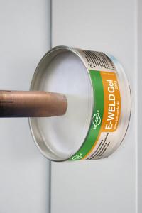 E-WELD Gel 200 Gramm Dose mit senkrechter Haftung durch Magnet