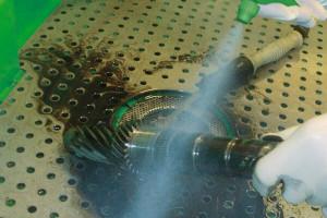 Bauteilreinigung im Teilewaschtisch