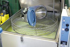 Bauteil in der Heißwasserteilewaschmaschine
